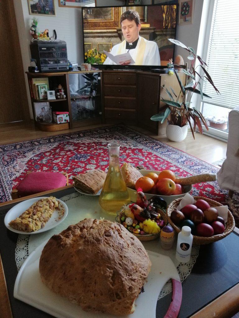 Blagoslov jedi prek televizije.